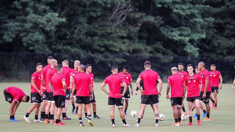 Los jugadores de la Selección venezolana, concentrados durante un entrenamiento. (Prensa Vinotinto-FVF)