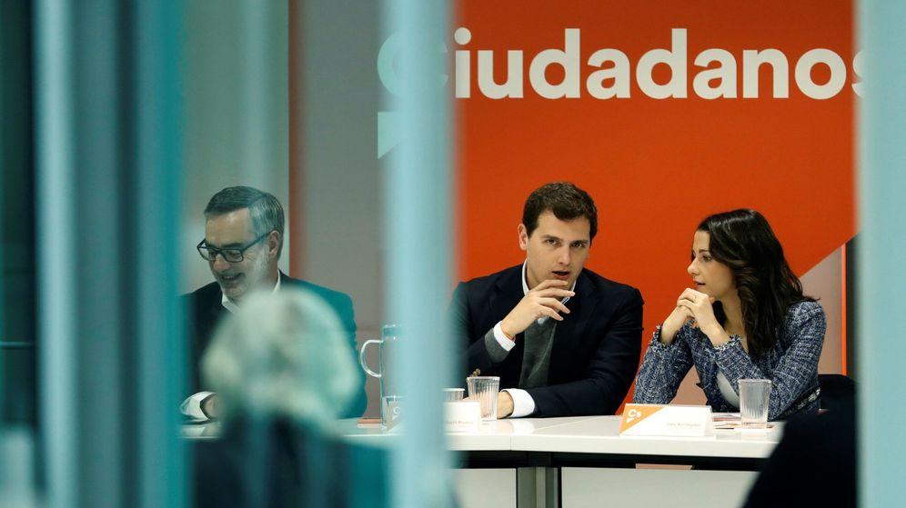 Foto: El líder de Ciudadanos Albert Rivera (c), y la líder de Cs en Catalunya, Inés Arrimadas, durante la reunión del Comité Ejecutivo de la formación. (EFE)