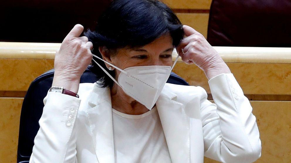 Celaá lució la mascarilla que ahora desaconseja el Ministerio de Consumo