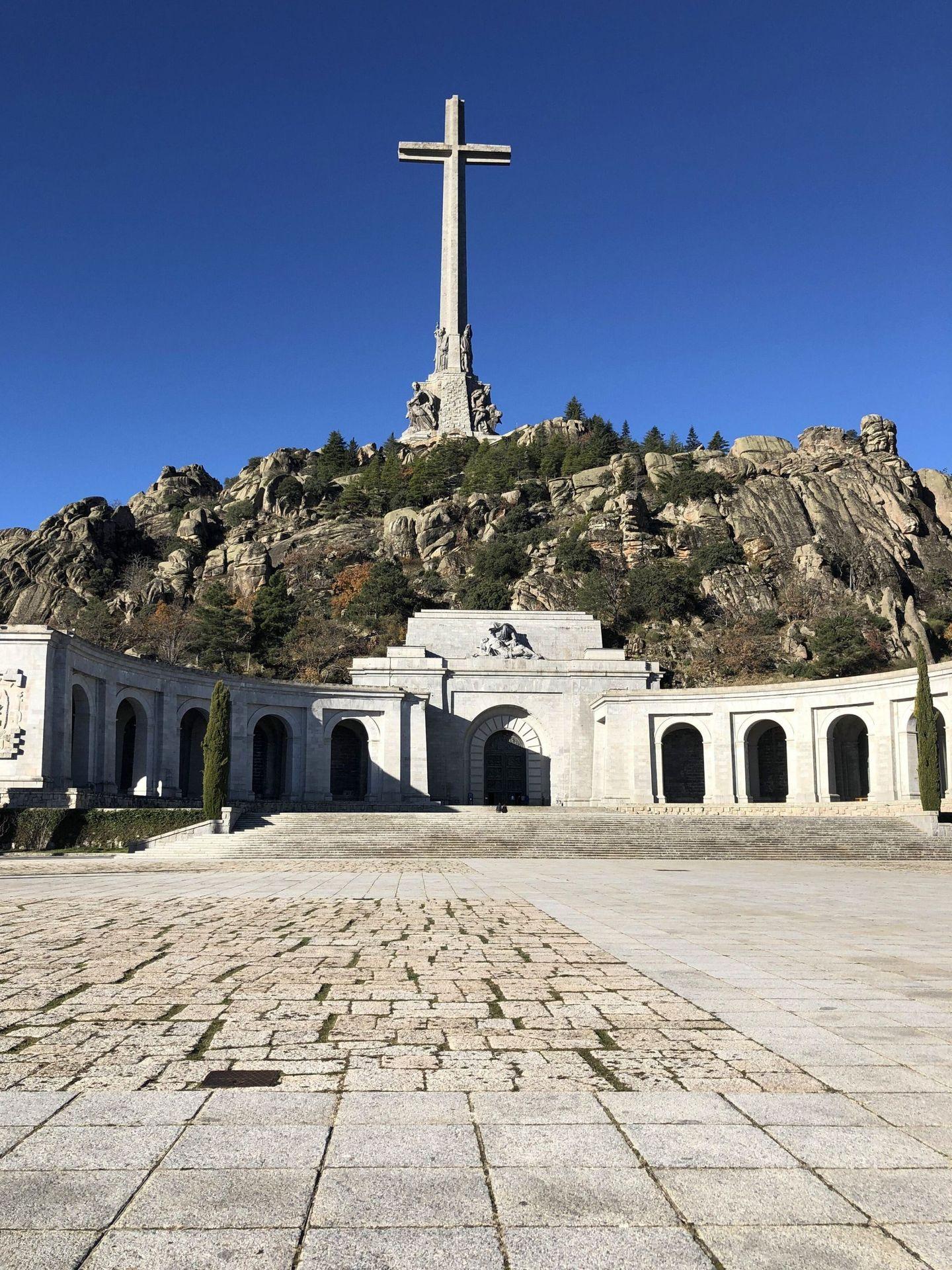 Vista del exterior de la basílica del Valle de los Caídos. (EFE)