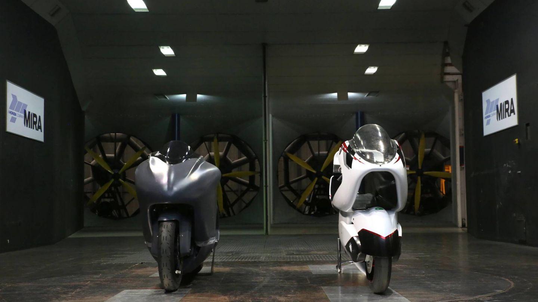 La WMC250EV junto con la moto más rápida de Europa en la actualidad (WMC)