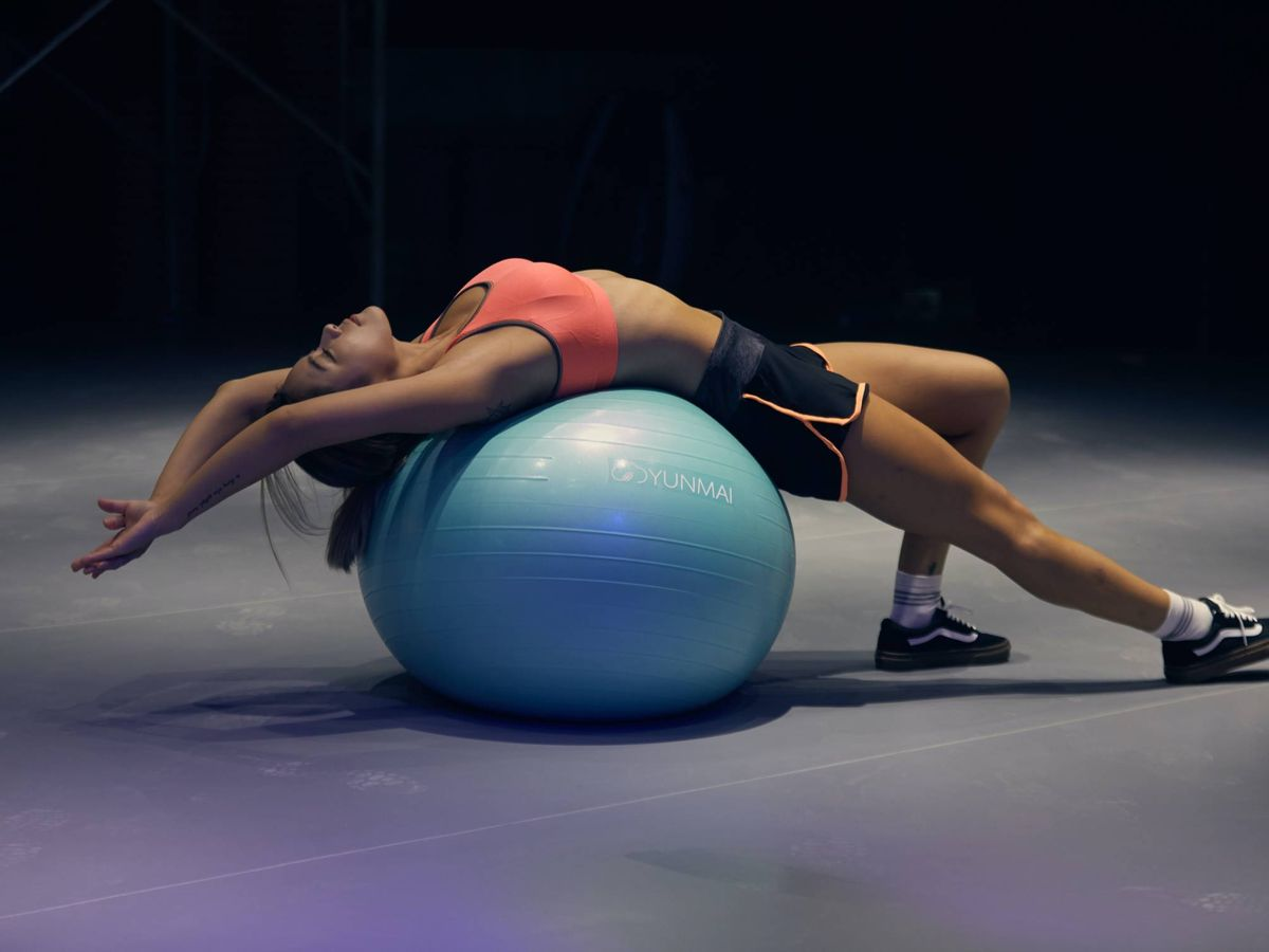 Foto: Ejercicios con fitball para los abdominales. (Mr Lee para Unsplash)