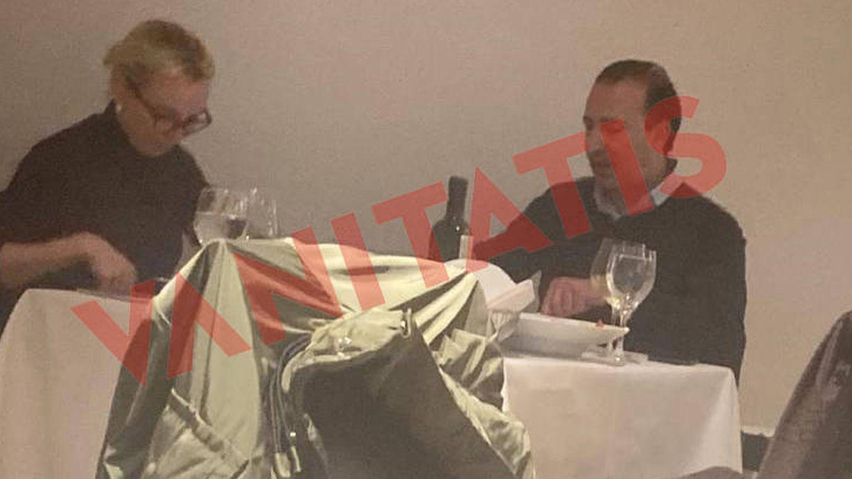 La pareja, durante la comida. (VA)