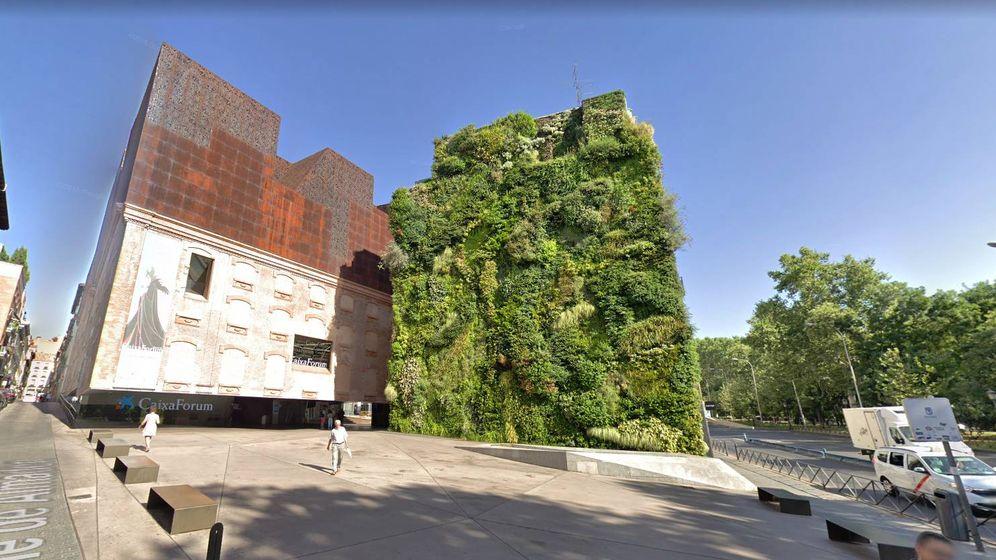Foto: Fachada del Caixaforum y el jardín vertical (Google)