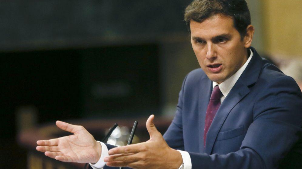 Foto: El líder de Ciudadanos, Albert Rivera, durante su intervención en la segunda sesión del debate de investidura de Mariano Rajoy. (EFE)