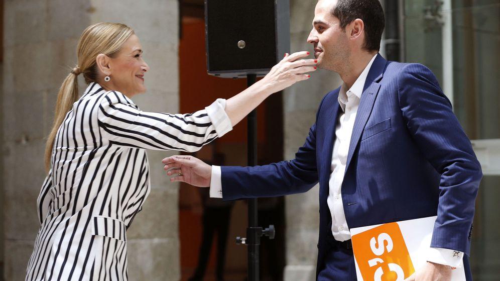 Foto: La presidenta de la Comunidad de Madrid, Cristina Cifuentes, y el portavoz de Ciudadanos (C's) en la Asamblea de Madrid, Ignacio Aguado. (EFE)
