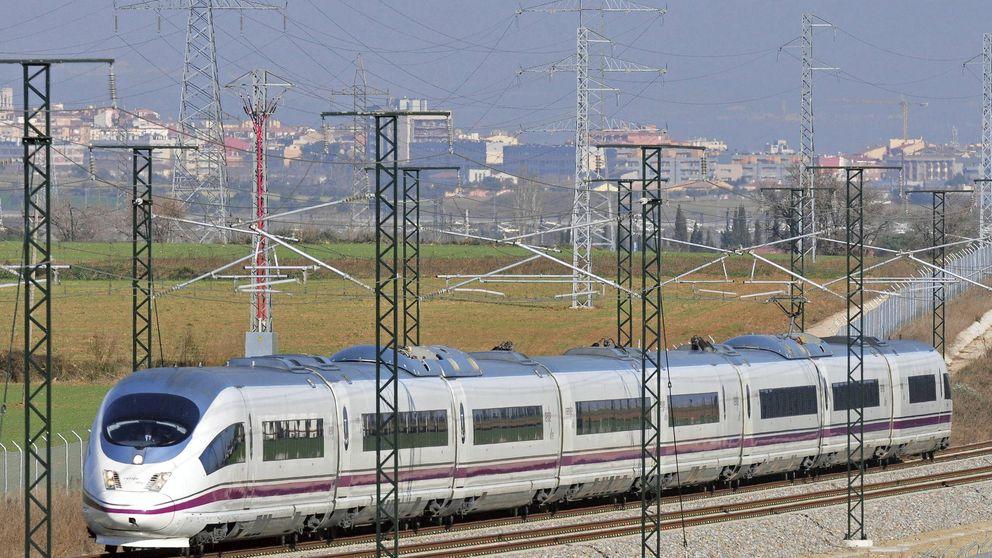 Los AVE ya circulan en Cataluña tras  rotura intencionada de fibra óptica