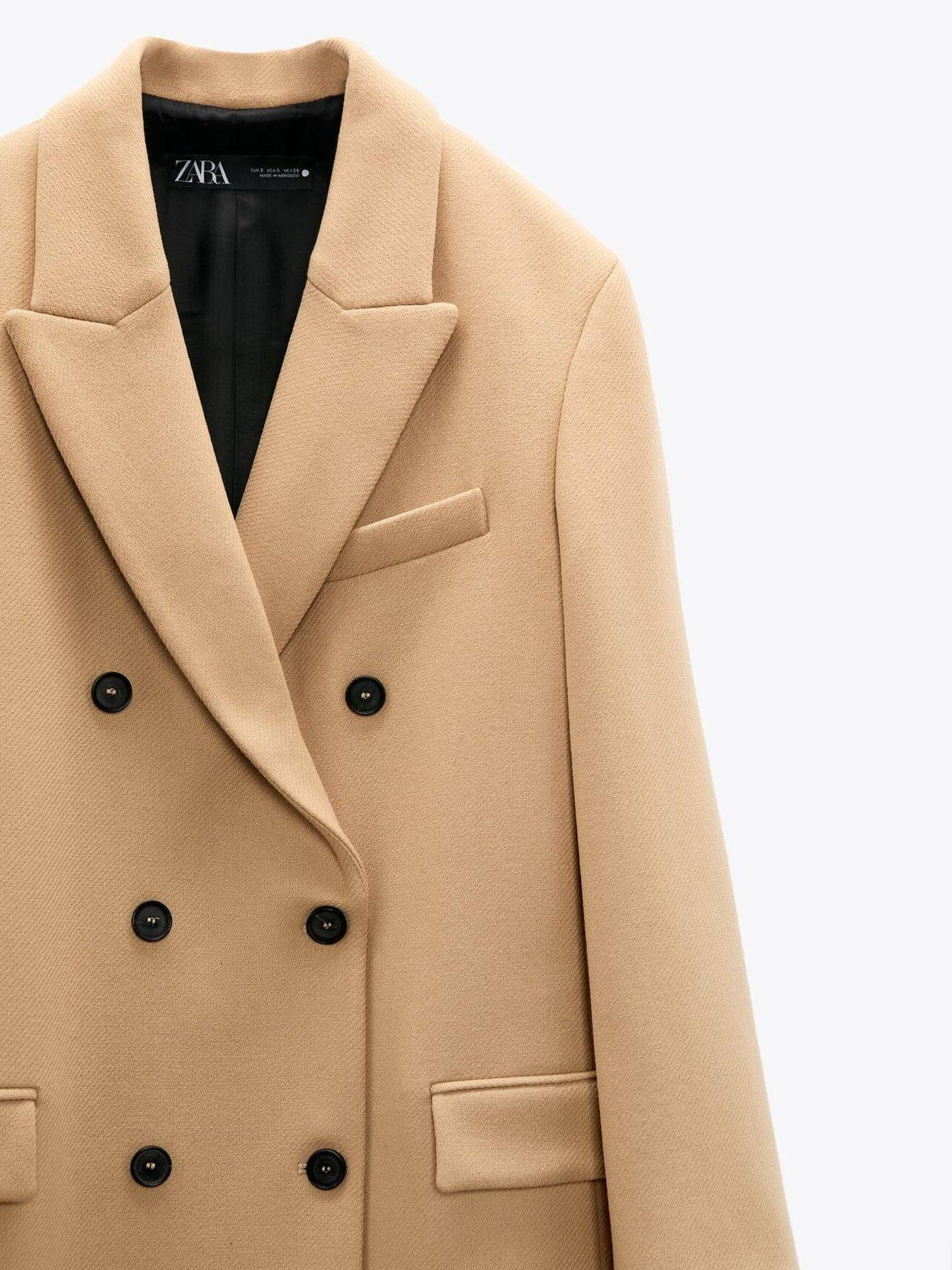 Abrigo de lana de Zara. (Cortesía)