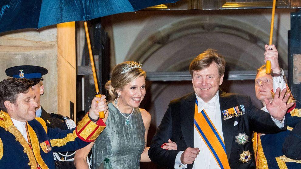 Máxima de Holanda: diecisiete años después, mismo vestido y joyas impresionantes