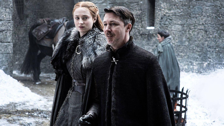Imagen del tercer capítulo de la séptima temporada con Sansa Stark junto a Meñique
