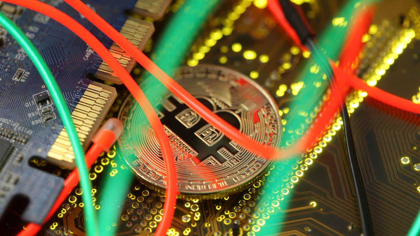 Foto: Imagen de un bitcoin (Reuters)