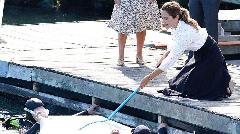 La princesa Mary, durante la suelta de erizos de mar. (Instagram: @detdanskekongehus)