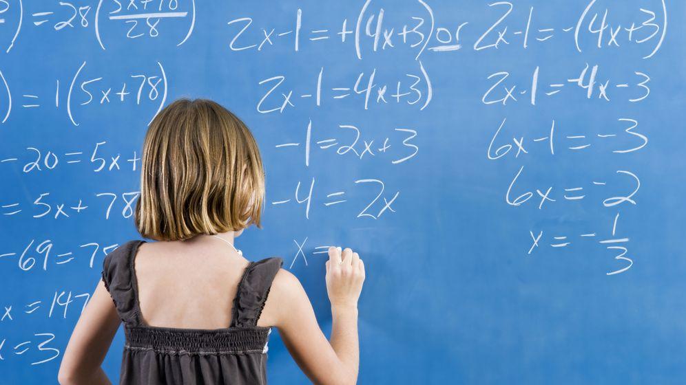 Foto: Los niños suelen aprender las tablas de memoria, pero este método les anima a utilizar la lógica. (iStock)
