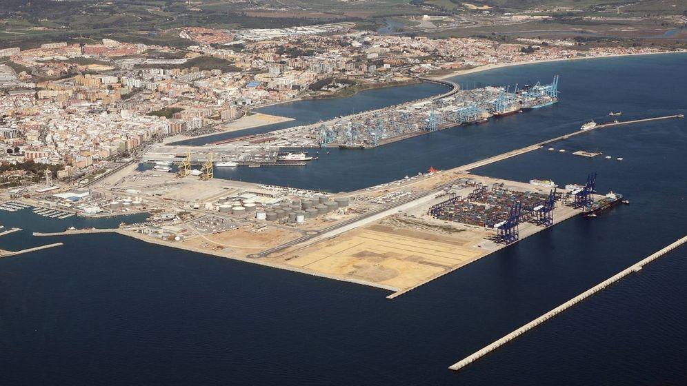 Foto: Isla Verde, en primer término, con la mitad de la terminal aún sin uso. (Puerto de Algeciras)