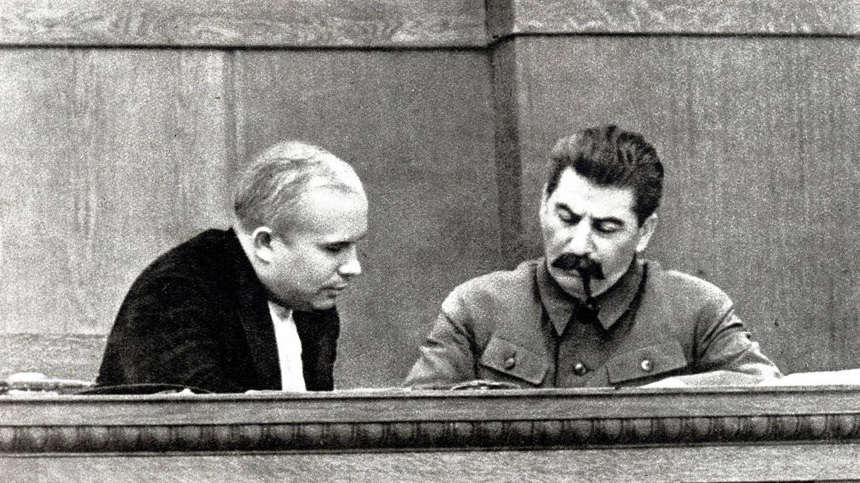 Foto: Joseph Stalin junto a Nikita Kruschev en 1936. (Cordon Press)