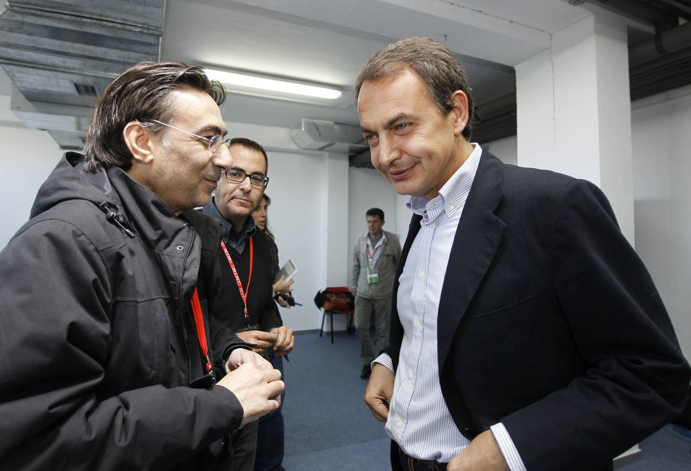 Foto: El periodista y escritor Gonzalo López Alba, junto al expresidente José Luis Rodríguez Zapatero. (Inma Mesa | PSOE)