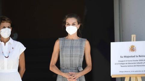 Letizia cambia de mascarilla (por este motivo) y recupera un top de Zara ideal