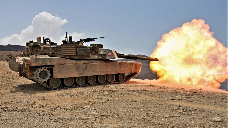 Disparo de un M1A1 Abrams con su can?o?n M256 de 120 mm (USMC).