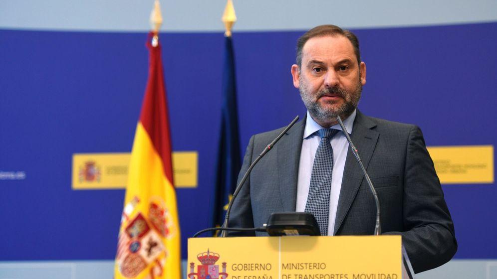 Foto: El ministro de Transportes, Movilidad y Agenda Urbana, José Luis Ábalos, da una rueda de prensa para presentar el Boletín Especial de Vivienda Social 2020