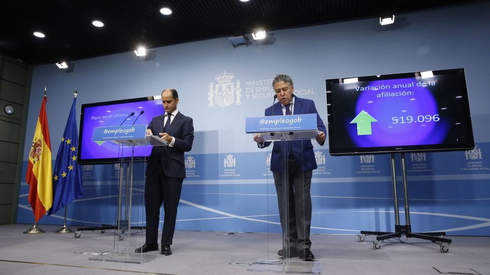 Foto: Presentación de los datos de la afiliación y el paro en agosto por el secretario de Estado de Empleo, Juan Pablo Riesgo, y el de Seguridad Social, Tomás Burgos. (EFE)