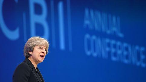 Theresa May, sobre Isabel II: Que todo el mundo pague sus impuestos