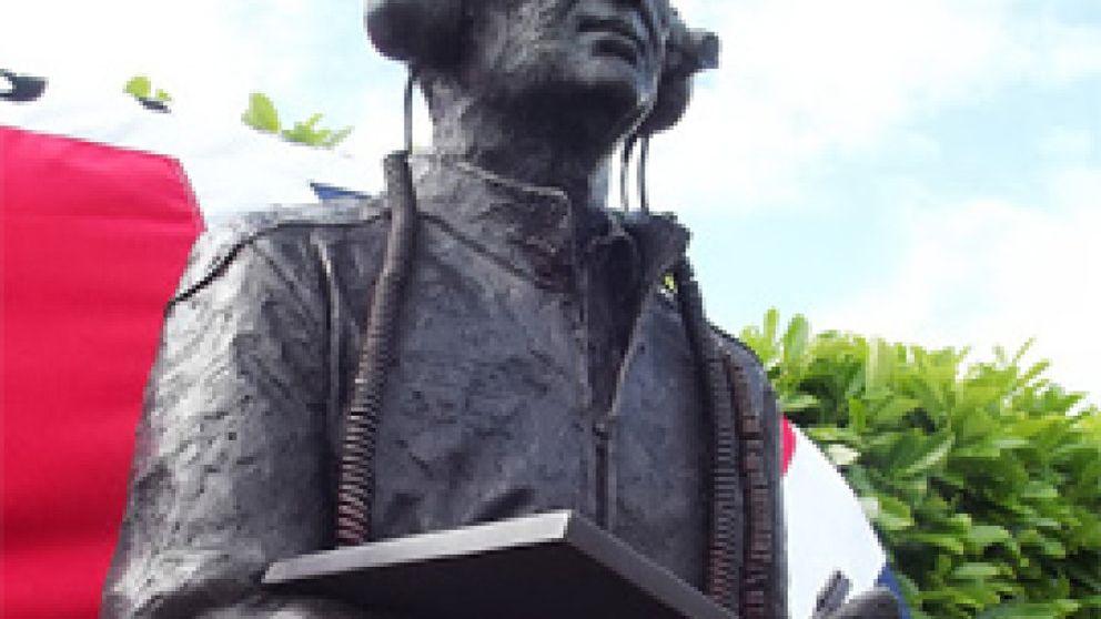 Adrian Newey, el honor de destapar su propia estatua de bronce