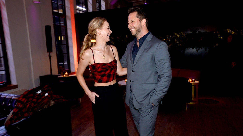 Derek, con Jennifer Lawrence en el lanzamiento de YouTube.com/Fashion.  (Getty)