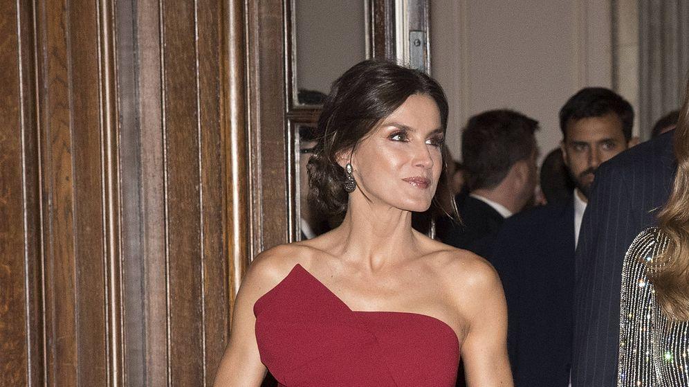 Foto: La reina Letizia con el vestido de Torretta. (Getty)
