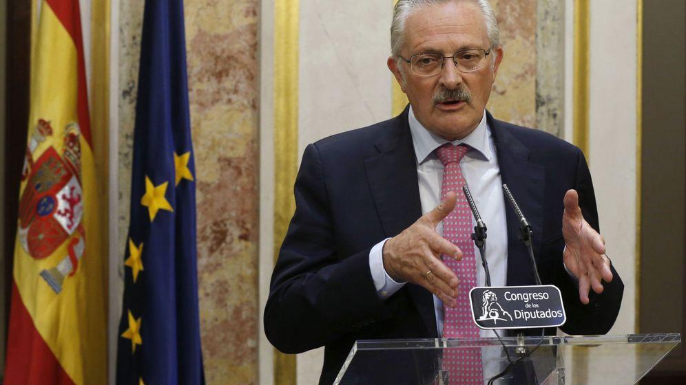 Foto: Antonio Trevín dimite como diputado socialista en el Congreso. (EFE)