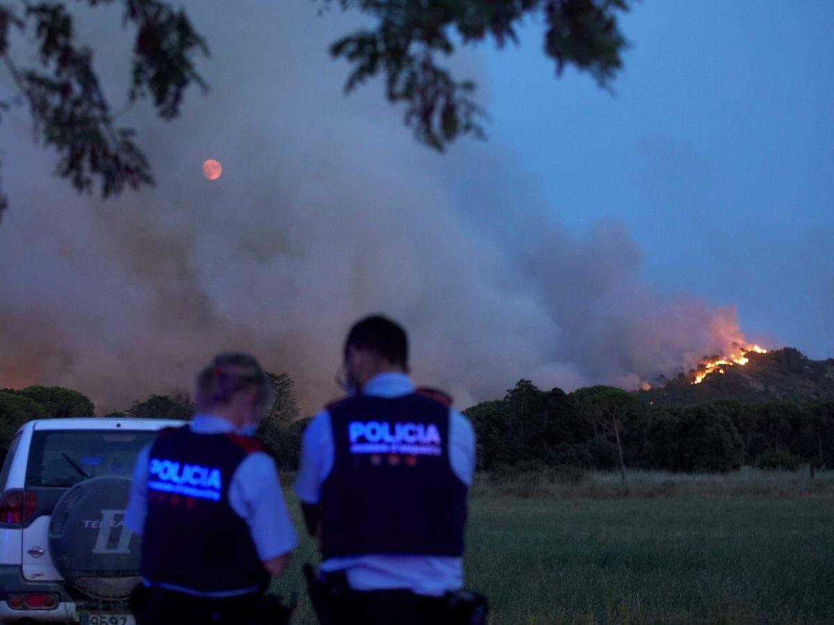 Foto: Incendio forestal en el Massís del Montgrí. (EFE)