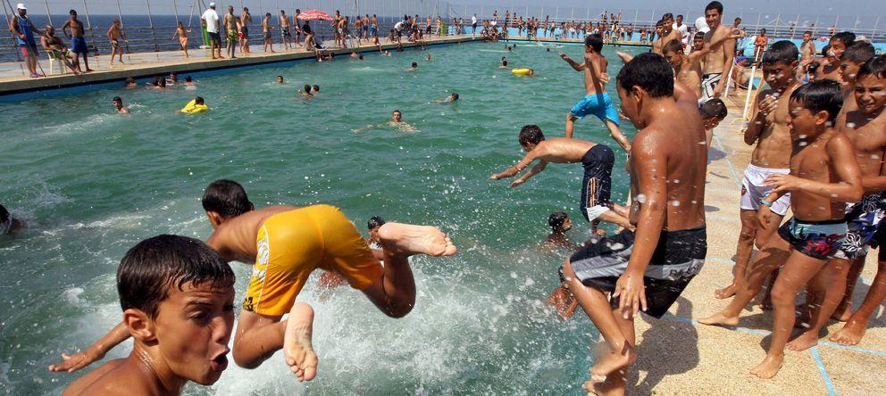 Foto: En las piscinas ocurren cada año cientos de accidentes graves. (Efe)