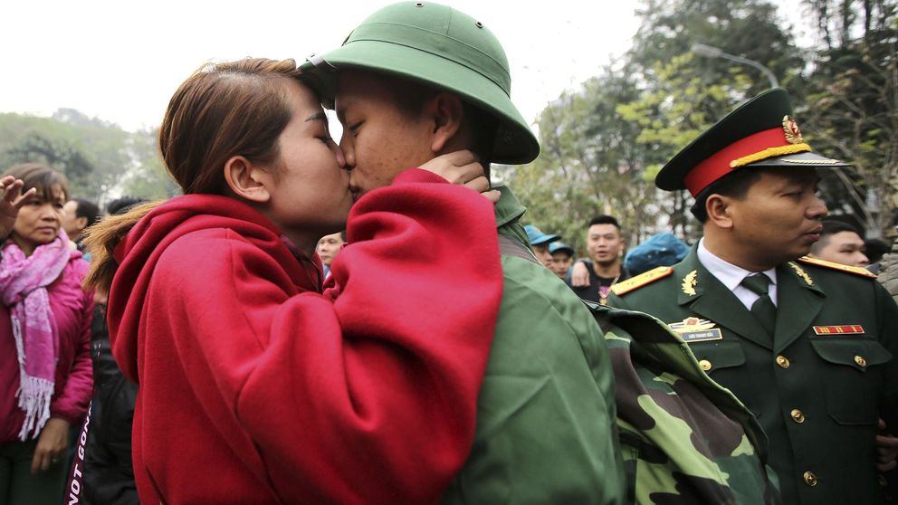 Flores, corazones, besos y protestas en el día de San Valentín: así se celebra en el mundo