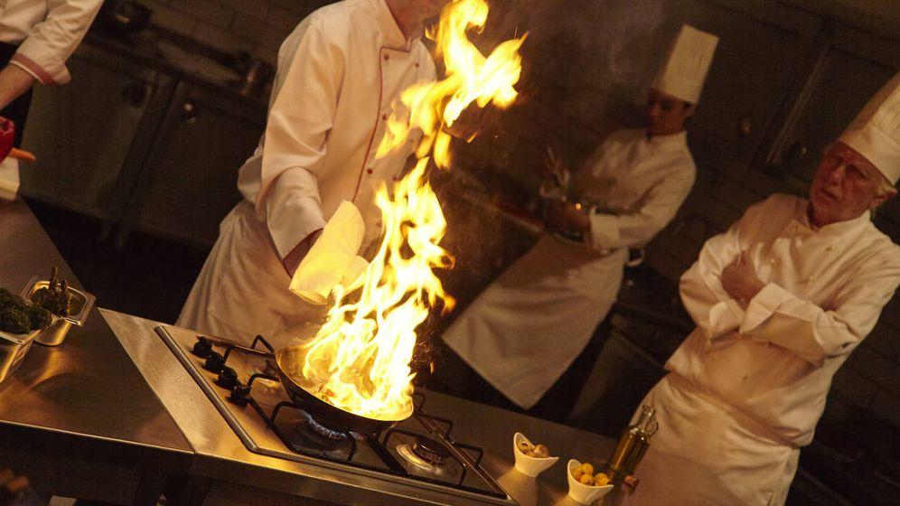 Foto: En las cocinas de los grandes restaurantes es habitual que los 'stagiers' no reciban ninguna retribución. (iStock)