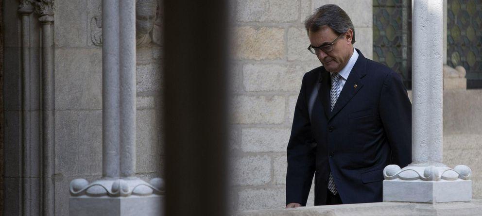 Foto: Artur Mas, instantes antes de anunciar la renuncia de Pujol a sus cargos y salarios.