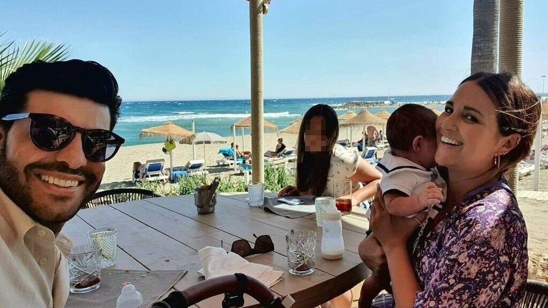 Paula Echevarría, Miguel Torres, Daniela Bustamante y Miki en un restaurante de Marbella. (Instagram, @pau_eche)