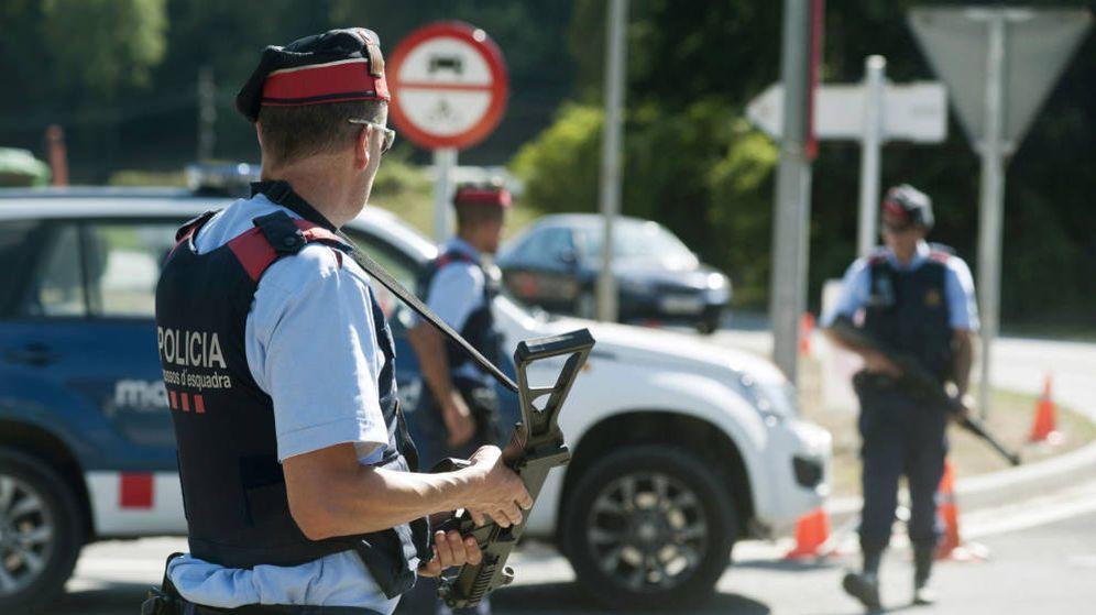 Foto: Varios agentes de los Mossos. (EFE)