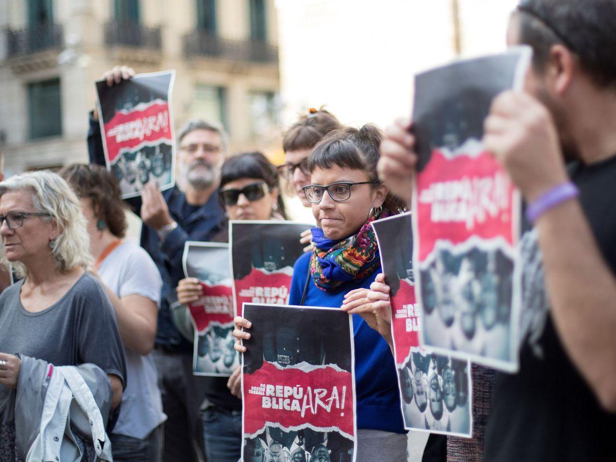 Foto: Miembros de la Mesa de la Izquierda Independentista durante la presentación de la campaña 'República ahora' en octubre de 2017. (EFE)
