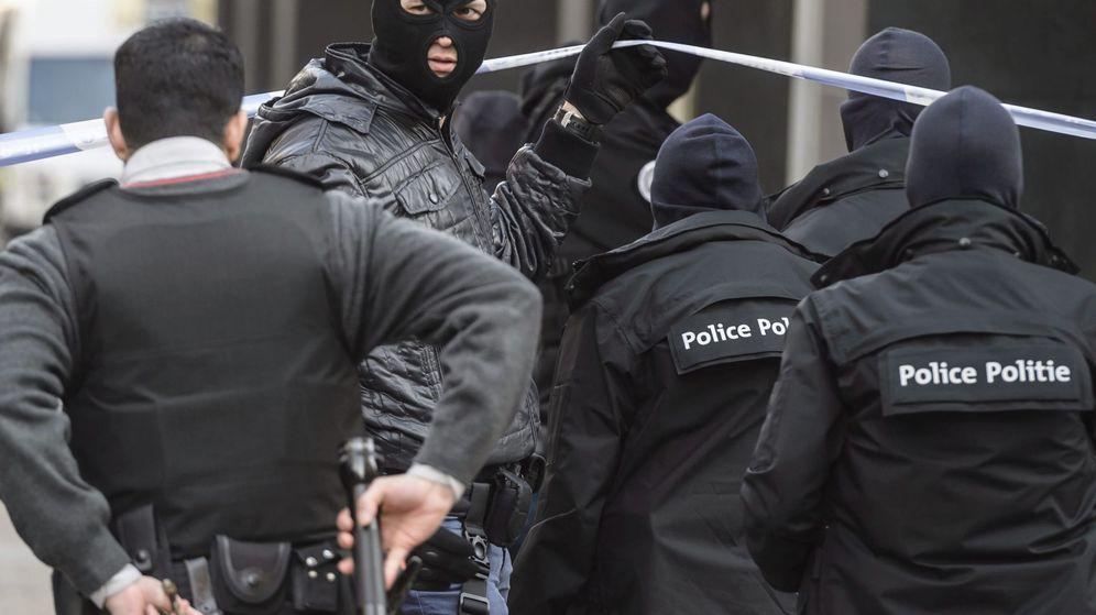 Foto: Imagen de archivo de la policía belga tras los atentados del 22 de marzo de 2016. (Efe)