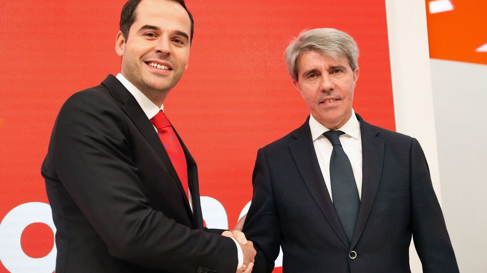 Foto: El expresidente de la Comunidad de Madrid Angel Garrido acompañado por el candidato de Ciudadanos a la Comunidad de Madrid, Ignacio Aguado. (EFE)