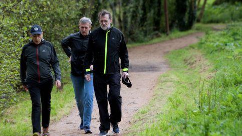 Rajoy practica senderismo durante unos días de descanso en las Rías Baixas