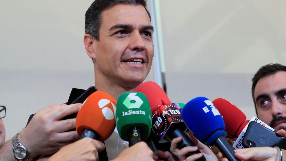 Foto: El presidente del Gobierno en funciones, Pedro Sánchez, atiende a los medios. (EFE)