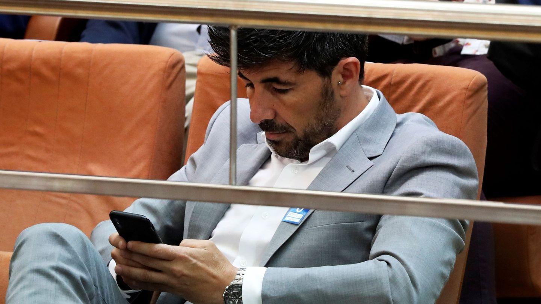 Jairo Alonso, pareja de Isabel Díaz Ayuso, en la tribuna de invitados de la Asamblea de Madrid. (EFE)