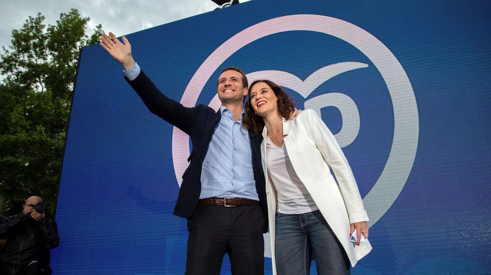 Foto: La candidata del PP a la Comunidad de Madrid, Isabel Díaz Ayuso, junto a Pablo Casado. (EFE)