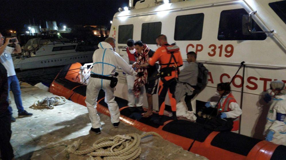 Foto: Inmigrantes evacuados del Open Arms. (EFE)