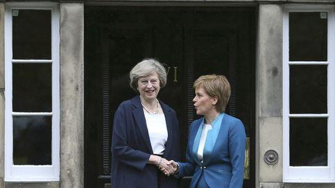 La impulsora del Brexit quiere impedir un 'Scotexit': May ofrece más competencias a Escocia