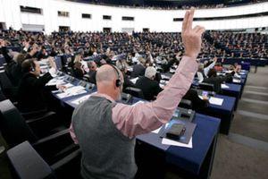 Bruselas recula y limitará la subida salarial de los eurofuncionarios a un 1,85%
