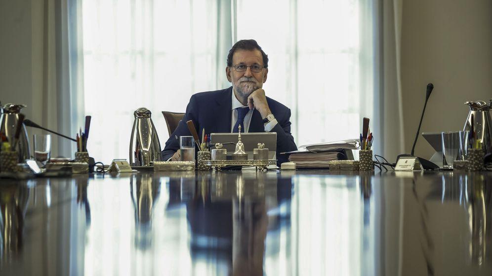 Foto: El presidente del Gobierno, Mariano Rajoy, durante la reunión extraordinaria del Consejo de Ministros. (EFE)