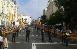 """En las calles de Madrid: """"¡Viva Felipe! ¡Y viva Letizia, que ya es nuestra Reina!"""""""
