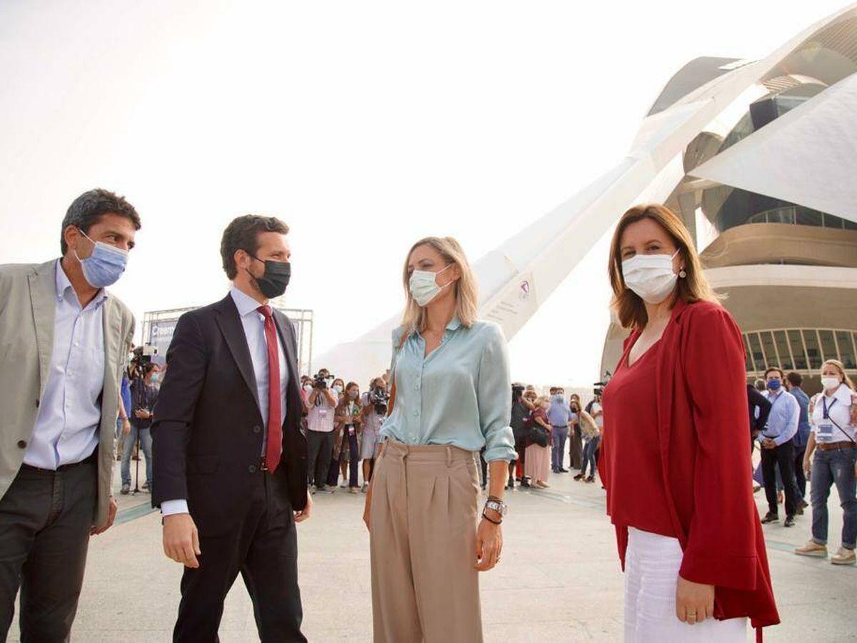 Foto: Mazón, Casado, su mujer Isabel Torres y María José Catalá. (Luis Vidal)