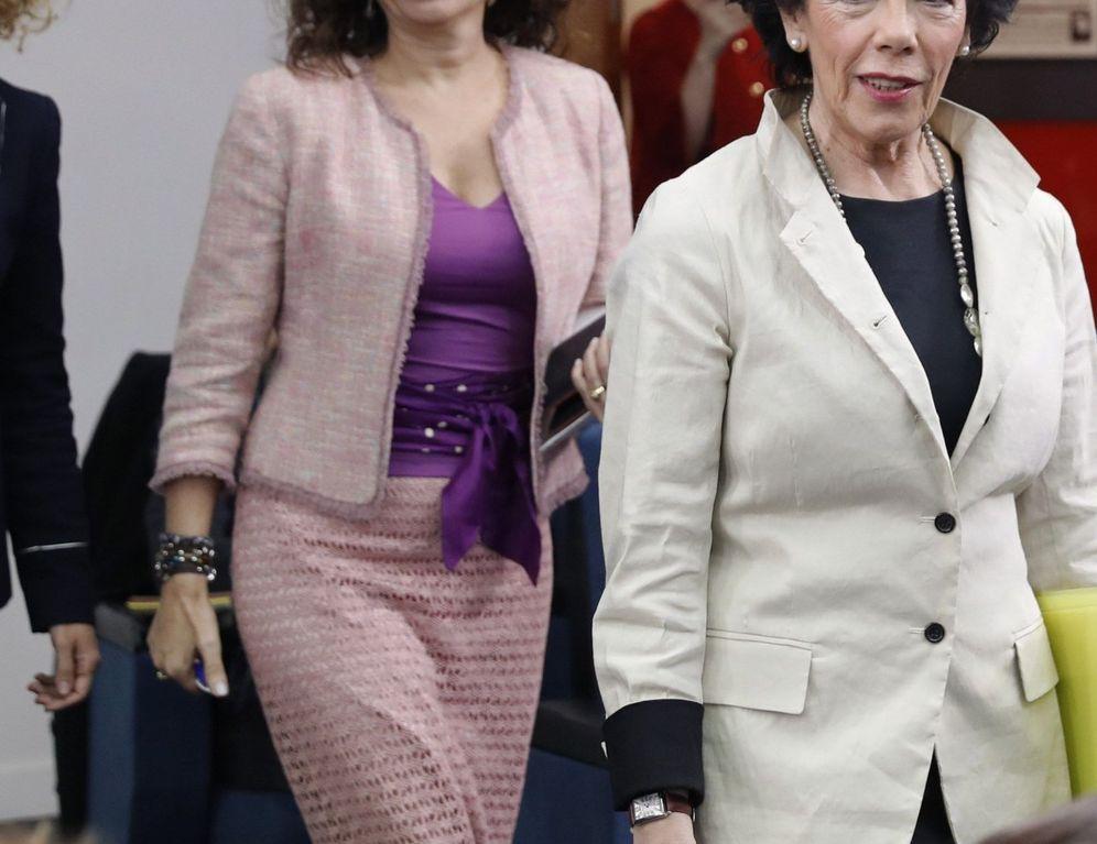 Foto: Las ministras Isabel Celaá, María Jesús Montero y Meritxell Batet, este 29 de marzo en la Moncloa. (EFE)